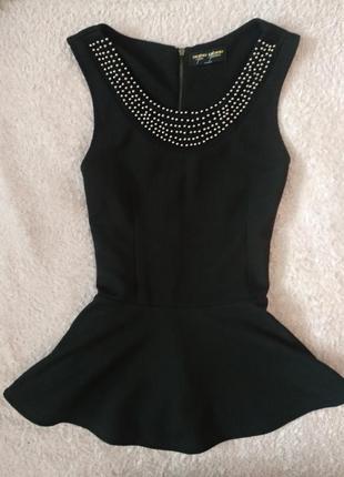Черная блузка топ с бусами