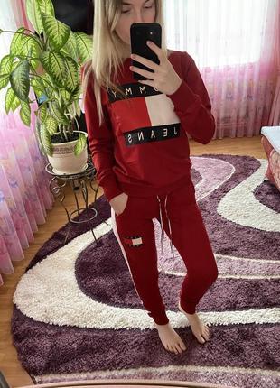 Спортивный костюм tommy hilfiger красный