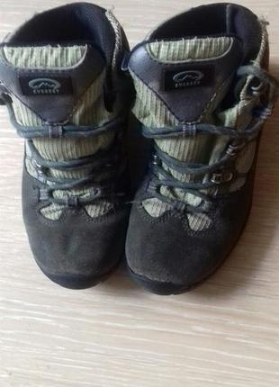 Ботинки можна на не холодную зиму.