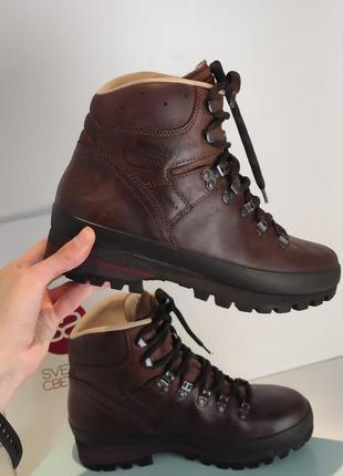 Треккинговые натуральные кожаные ботинки на шнуровке берцы натуральная кожа vibram