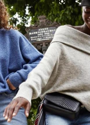 Бежевый свитер с открытыми плечами от h&m