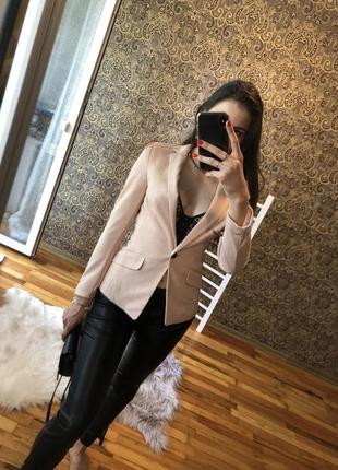 Стильный пиджак h&m пудровый