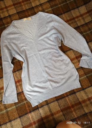Легкий свитер нежно-голубого цвета