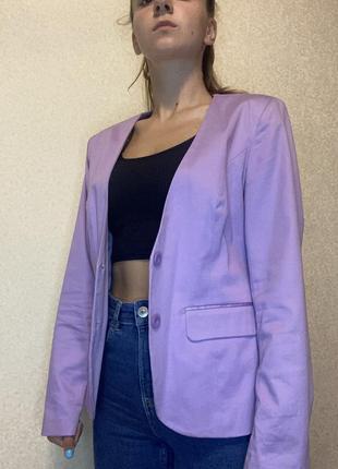 Стильный лиловый пиджак