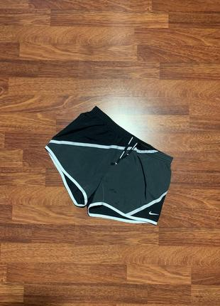 Короткие шорты nike dri-fit