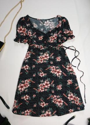 Платье в горох и цветы под пояс atm