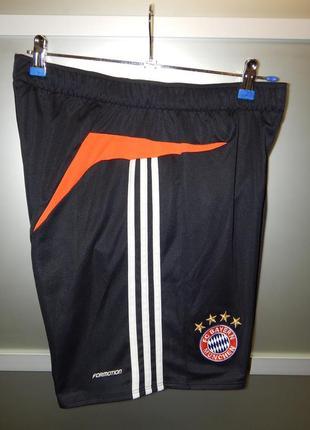 Футбольные шорты adidas fc bayern munchen
