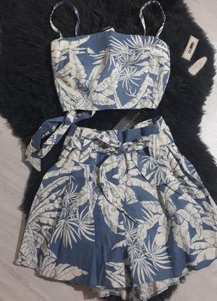 Костюм с шортами и топом от new look льняной костюм с шортами/принт листьев,пальм