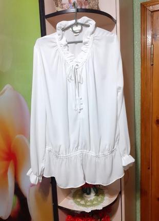 Шикарная белоснежная блуза с рюшами