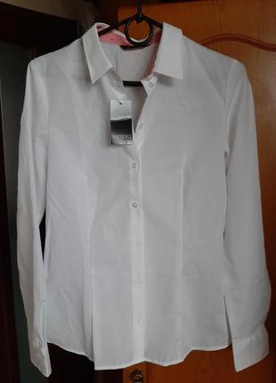 Біла приталена сорочка