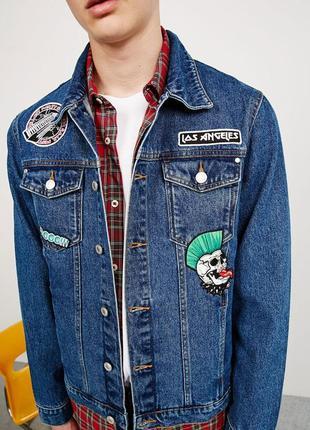 Куртка джинсовая bershka с нашивками патчами
