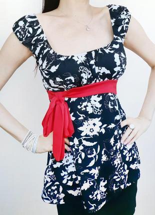 Блузка с красн бантом цветоч принт чёрн бел под грудь плечики красив нежная романт 38 разм