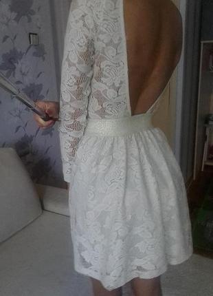 Бежевое платье beefree с открытой спинкой