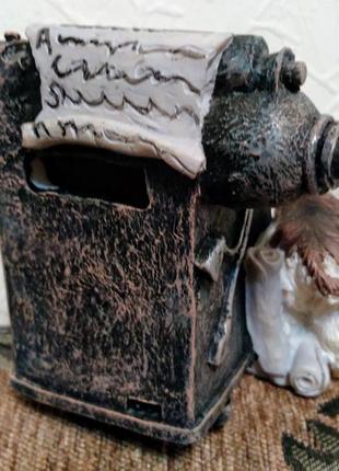 Статуэтка собака с печатной машинкой