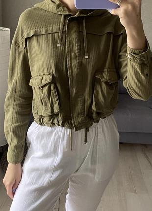 Легенькая куртка на кулиске bershka