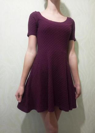 Платье h&m бордовое фактурное повседневное