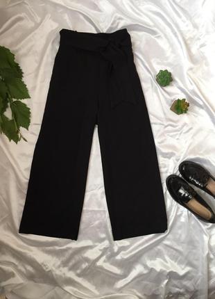 Базовые чёрные кюлоты , отличного качества / укорочённые штаны / брюки