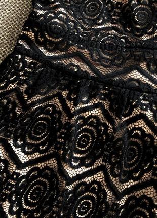 Шикарне плаття в кружево