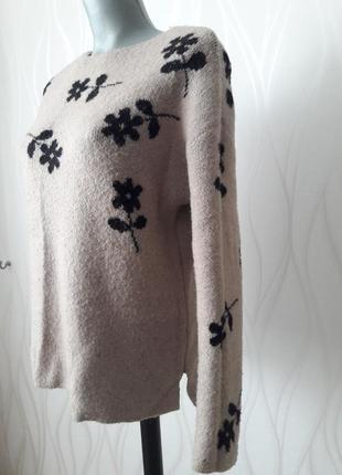 Невероятно красивый, мягкий, нежный, бежевый вязанный свитер. zara