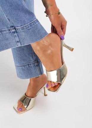 Золотые шлёпанцы сабо на каблуке с квадратным носком 2020