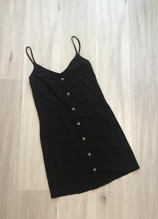 Натуральна чорна базова сукня в гудзики натуральное платье черное на бретелях h&m m