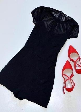 Стильный комбинезон,черного цвета с красиво оформленным верхом