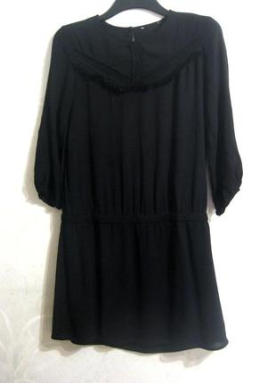 Очень милое короткое платье чёрное четверной рукав с декором на груди