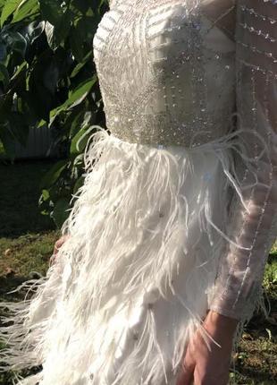Белое нарядно платье