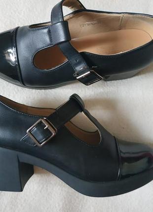 Черные туфли классические, женские