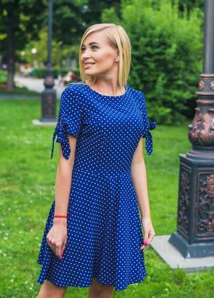 Женское короткое летнее платье горох синий1 фото
