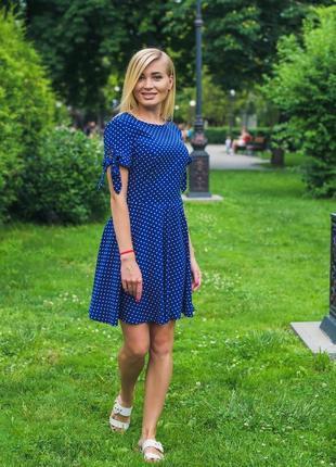 Женское короткое летнее платье горох синий2 фото