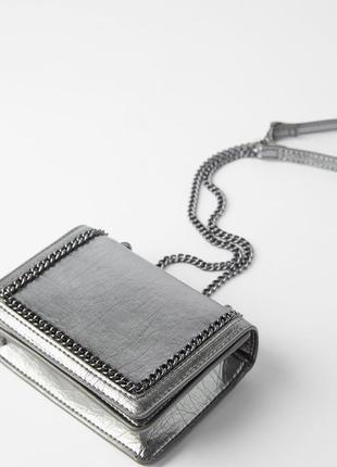 Серебристая сумка с оделкой цепочкой zara