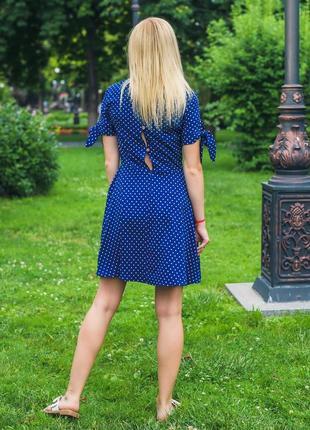 Женское короткое летнее платье горох синий4 фото