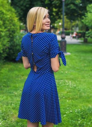 Женское короткое летнее платье горох синий5 фото