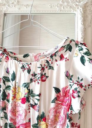 Платье из вискозы в цветы
