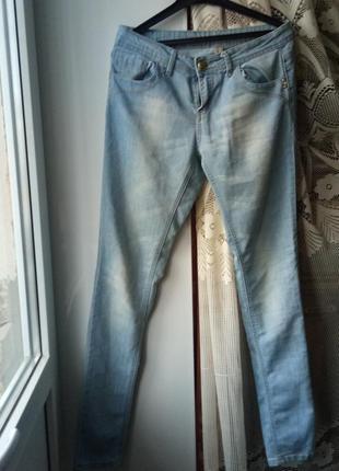 Стрейчивые джинсы