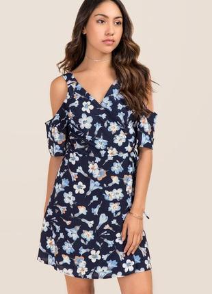 Шикарное платье на запах в цветы