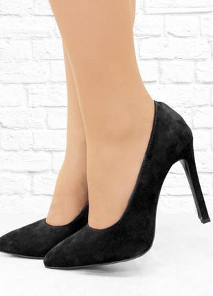 Замшевые туфельки на шпильке. черные.