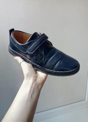 Стильные темно - синие туфли