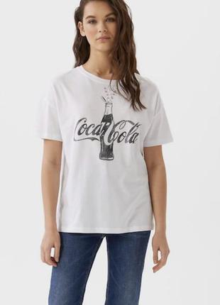 Футболка coca cola stradivarius расшита камешками