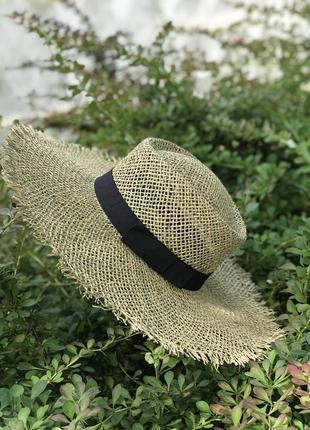 Шляпа из морских водорослей с чёрной лентой