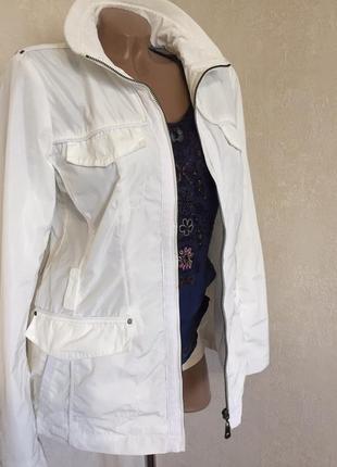 Белая,женская,стильная ветровка,esprit,бренд оригинал.