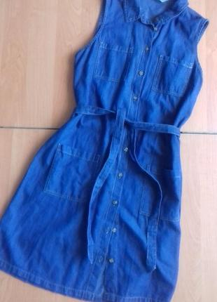 Платье из легкой джинсовой ткани.