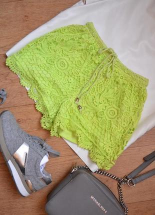 Яркие вязанные кружевные шорты салатовые с высокой посадкой на шнурке new look