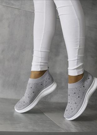 Серые  текстильные кроссовки в камнях,серые кроссовки из текстиля