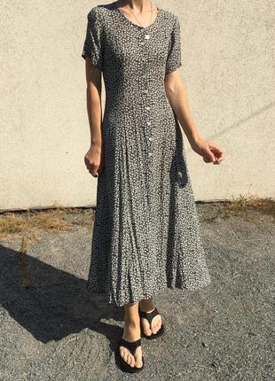 Винтажное платье в мелкий цветочек