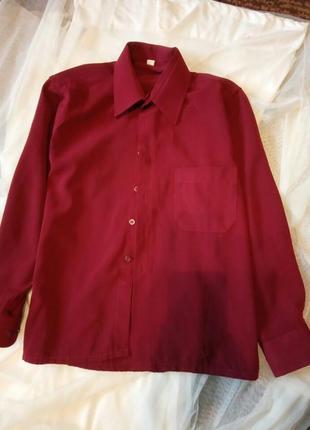 Яркая бордо рубашка. 128