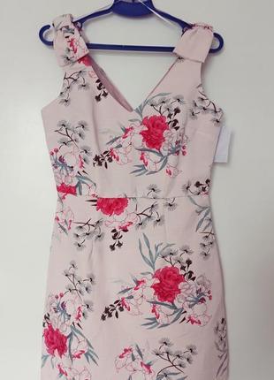 Красивое мини платье в цветочный принт
