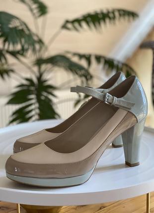 Кожаные лаковые туфли clark's