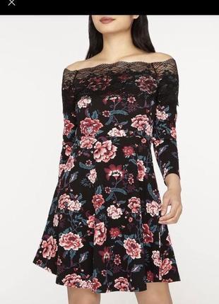 Шикарное летнее платье в цветы с открытыми плечами